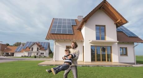 Checken Sie die Auswahl an Stromspeichern und PV-Modulen.