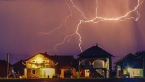 Sichern Sie mit EWE Ihre Geräte vor Blitzschäden